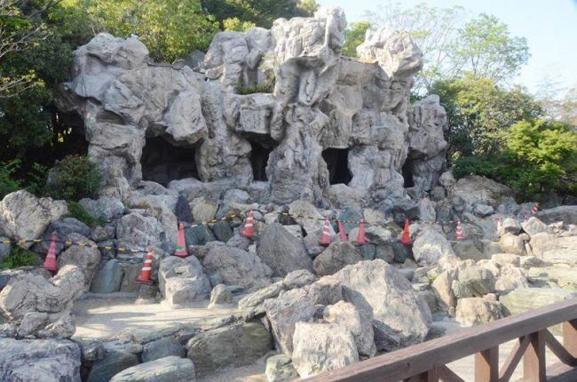 陥没が見つかり立ち入り禁止になった滝(高知市桟橋通6丁目のわんぱーくこうち)