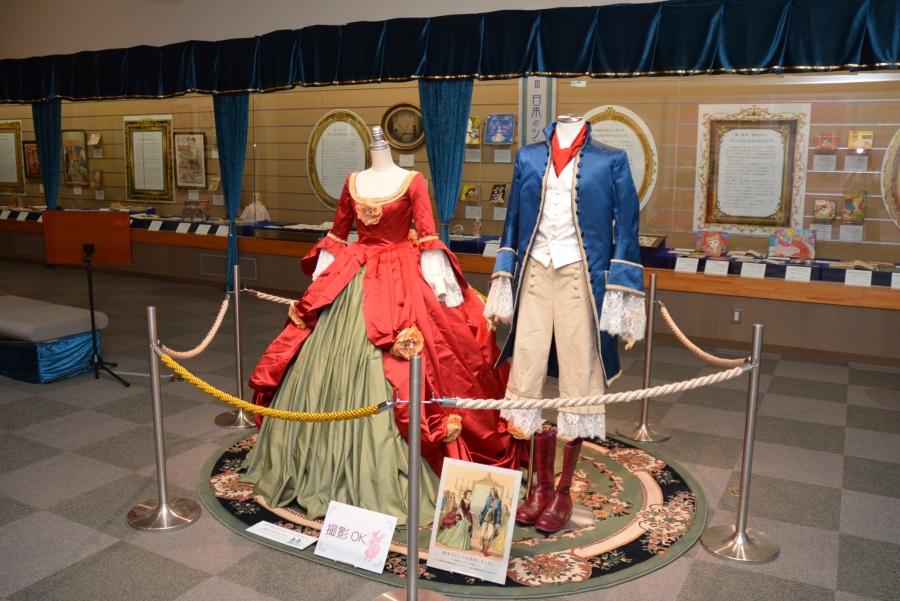 高知県立文学館で「シンデレラ展」 ドレス、ガラスの靴でシンデレラ気分に