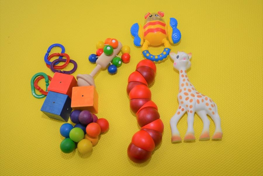 おもちゃは安全で、丈夫で、さまざまな使い方ができるものを選びましょう