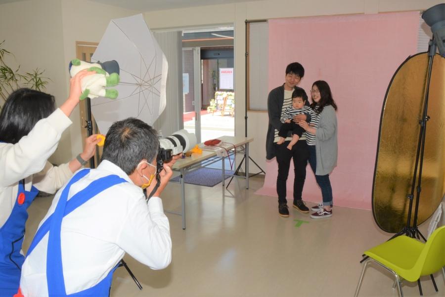 高知新聞社のカメラマンが撮影します