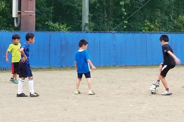 高知市城ノ平運動公園で「放課後小学生サッカー体験教室」|ボールを使った基本技術を習おう!