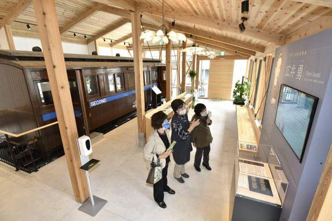 明治期製造の列車客車などを展示するうえまち駅(写真はいずれも佐川町甲)