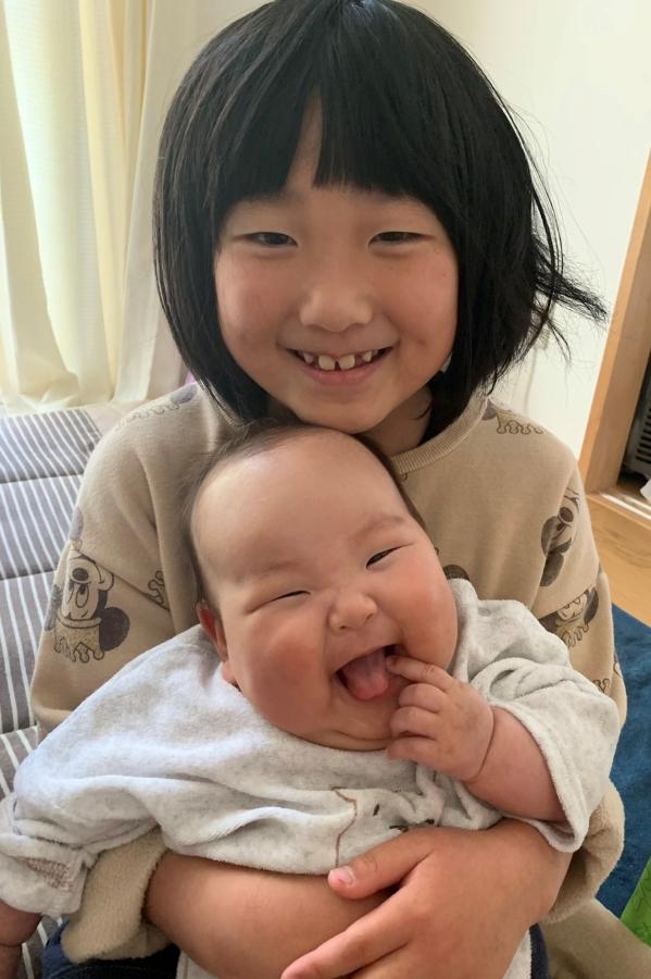 お姉ちゃんの抱っこ好きっ!最上級の笑顔です