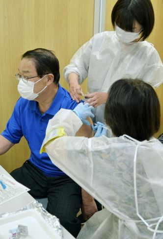 高知市内で実施された医療従事者向けの集団接種(高知市の市総合あんしんセンター)