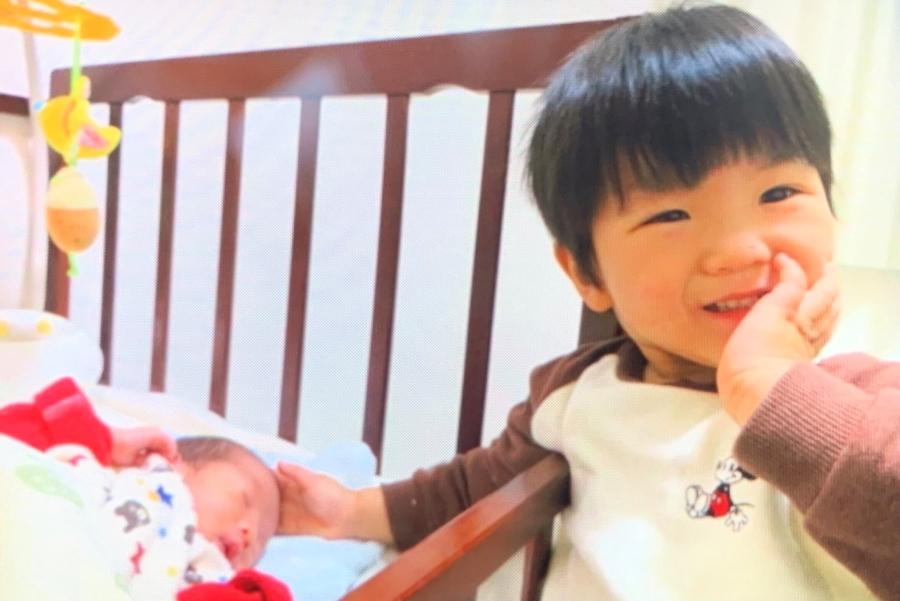 「赤ちゃん、かわいいね…」。長男と次男の初対面