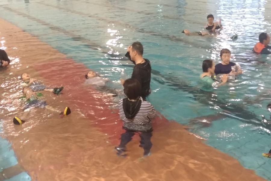 ※中止になりました 高知県立県民体育館で「着衣泳体験講習」|海や川での水難事故に備えよう