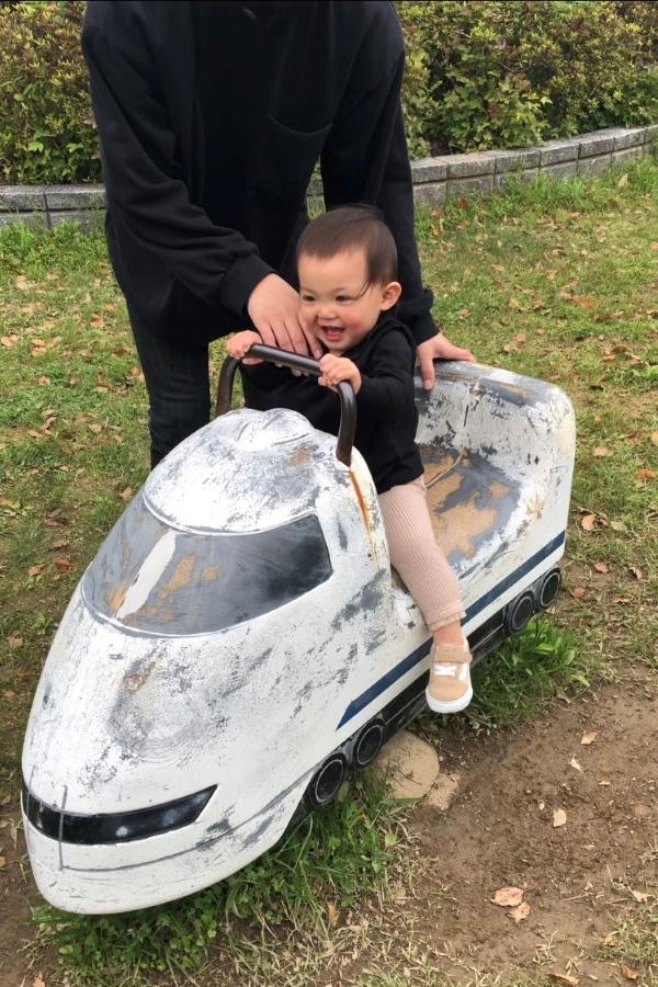 小さな小さな車掌さん、新幹線でひとっ飛び!