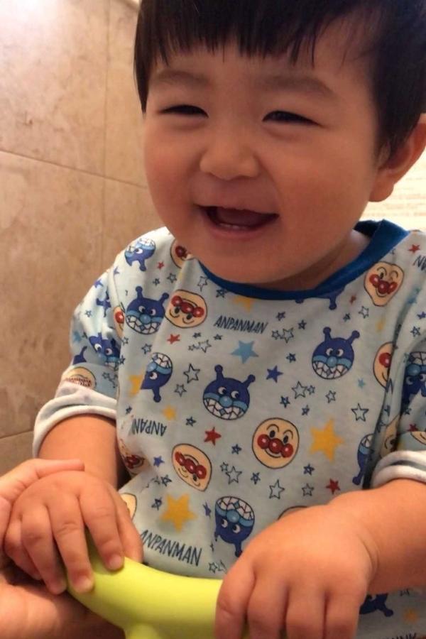 はじめてのトイレできたね。その笑顔にも、パチパチ~
