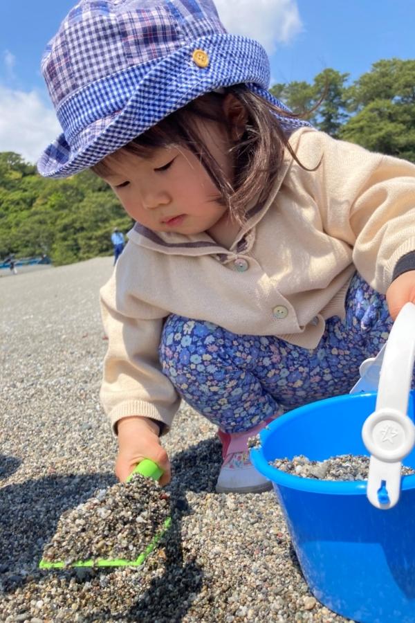 はじめての海。子どもにとっては巨大な砂場ですよね~