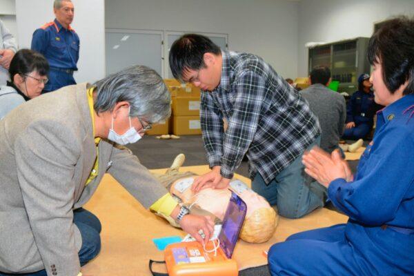 【中止になりました】高知市役所で「パパ、ママの救命講習会」|子どもへの心肺蘇生法やAEDの使い方を学ぼう