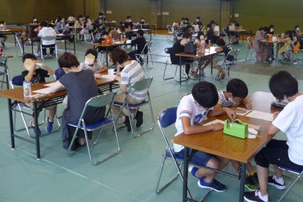 高知県立県民体育館で「なつやすみ小学生親子木工教室」 小物入れと竹とんぼを作ろう