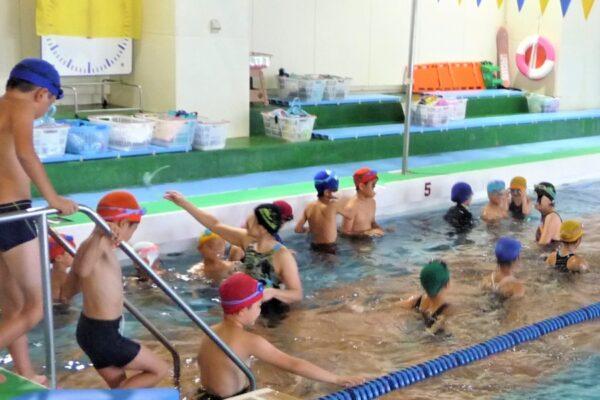 【中止になりました】高知県立県民体育館で「ステップアップ・なつやすみ小学生水泳教室」 25メートル以上泳げる子どもが対象です