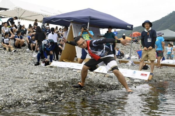 いの町波川公園で「第18回仁淀川国際水切り大会」|水切り回数で勝負!出店もあります