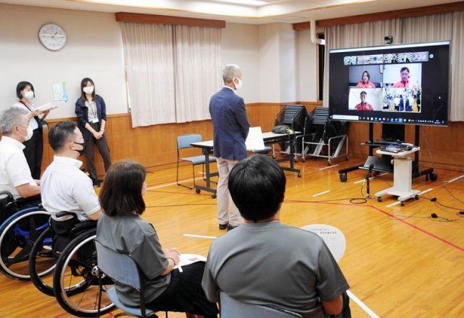 東京パラリンピックに出場する県勢3選手を激励した壮行会。画面越しにエールを送った(高知市春野町内ノ谷)