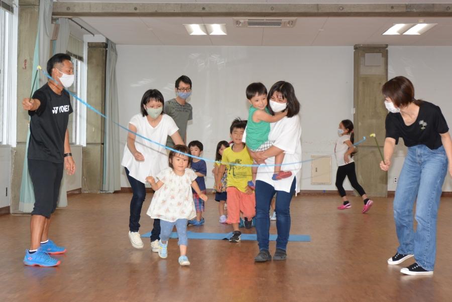【つむサポ講座より】みやもっち体育で楽しむ☆親子運動あそびの会 親子で遊びながら、体を動かします