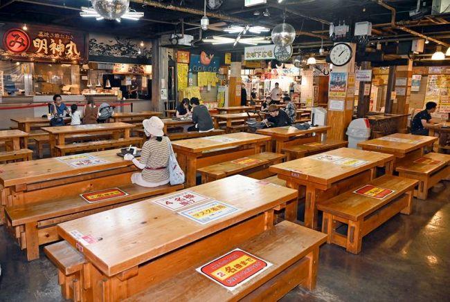 酒類提供が禁止され、昼時もがらがらになったひろめ市場(高知市帯屋町2丁目)