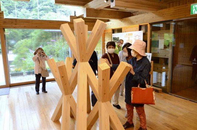 1年で7千人以上が訪れた「隈研吾の小さなミュージアム」(梼原町太郎川)