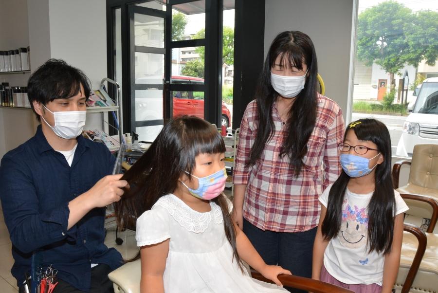 親子3人でヘアドネーション。「病気で困っている人の力になりたい」と初挑戦しました