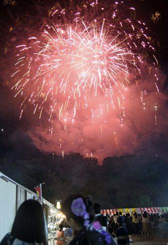 2019年8月3日、土佐のまほろば祭りで打ち上げられた花火(高知新聞2021年9月28日掲載)