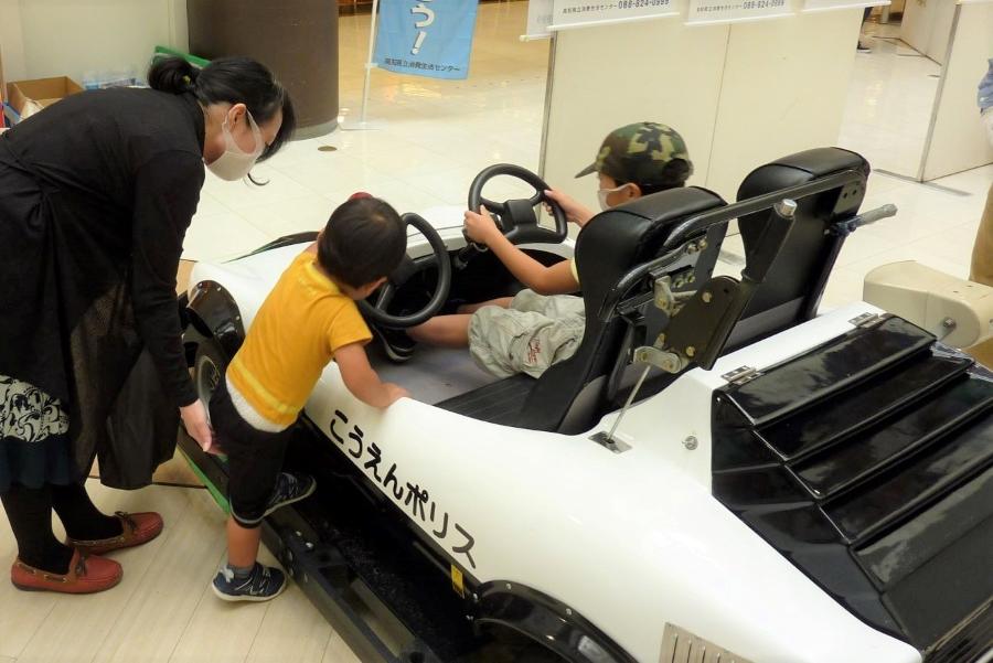 高知市の帯屋町商店街で「安全安心まちづくりひろば」 参加無料!パトカーの展示があります