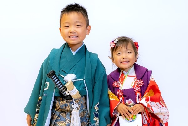 七五三のお参り当日に記念写真を! 高知新聞出張写真館でお得な「七五三撮影会」。撮影+CDデータで3300円!<PR>